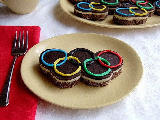 The Olympic rings recreated with coockies